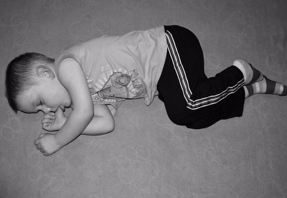 媽媽傷心收藏「弟弟睡著照片」...她長大才發現驚人事實