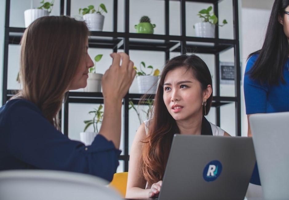 笨蛋才跟同事聊?成熟大人3不碰敏感話題…很多人這樣被主管討厭