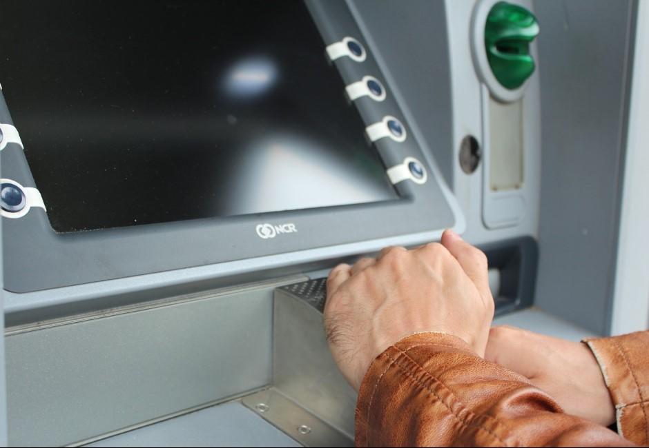 ATM數字按鍵暴露密碼!?網友眼尖發現這問題