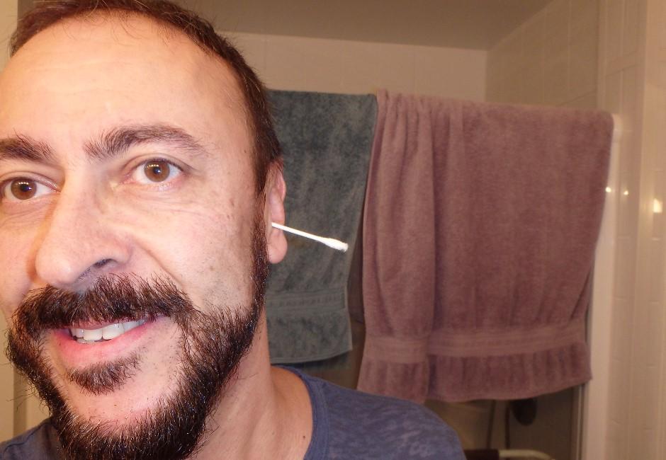 還敢挖耳朵?英男用棉花棒摳耳 顱內長2大膿包差點歸西!