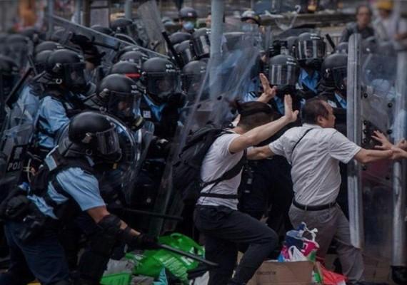 片/依從指引使用武力?國際特赦組織:香港警察違反國際人權法!
