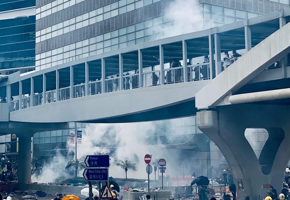 《送中條例》緩修不撤回 港作家爆:人民的錢才是對抗政府的武器