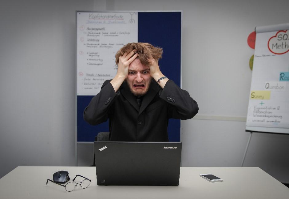 他求職狂丟上百封履歷「全被打槍」 用手機看發現自己GG了…