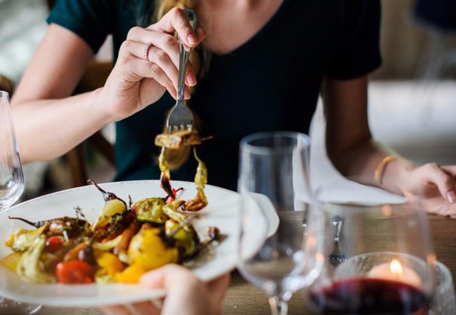 其實沒那麼喜歡你!研究顯示:1/3女性約會只為「免費大餐」