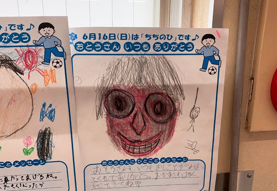 小學畫作驚見「裂嘴血面」父親!網友憂不單純:背後有人上吊