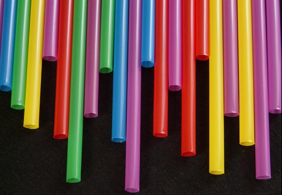 「限塑令」上路!環保吸管如何選?8大材質比一比