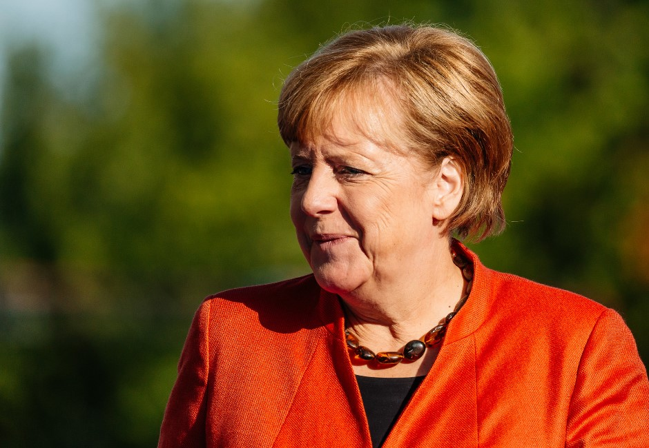 影/身體「神秘顫抖」一分鐘!德總理梅克爾爆一個月抖3次全被錄