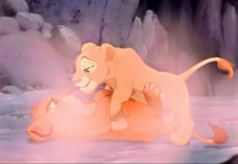 《獅子王》空氣SEX、《小美人魚》陽具海報?萌萌崩潰的迪士尼性暗示