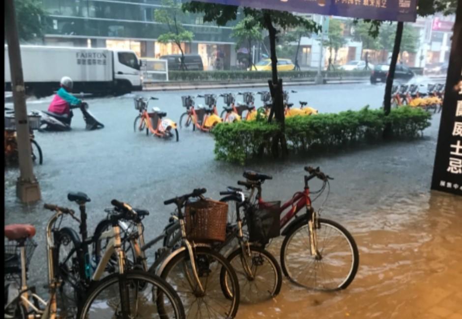 最新/大安區淹過「半個輪胎」高!全台各地淹水災情回報整理