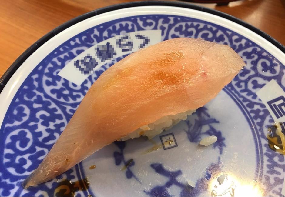連鎖壽司店品管出包!生魚片上「白點竄動」網嚇瘋
