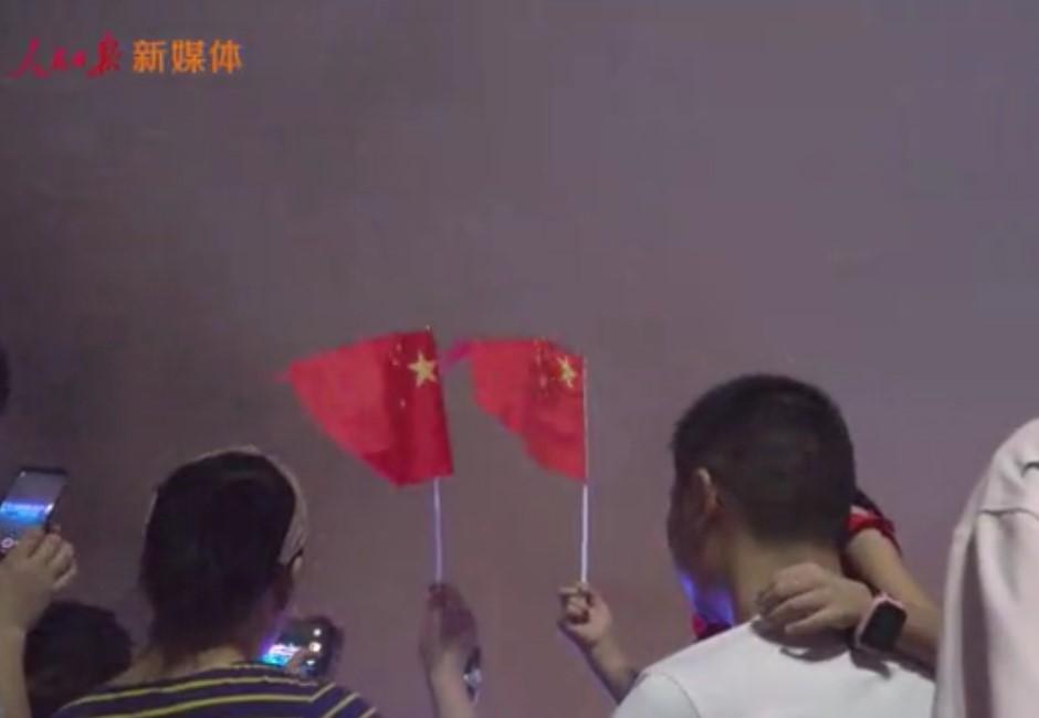 中國出動600架無人機喊話香港!影片曝光網友酸:俗到爆