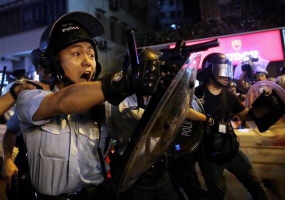 片/網路瘋傳兩張圖兩條片,一次睇晒尋日香港人關心啲乜!