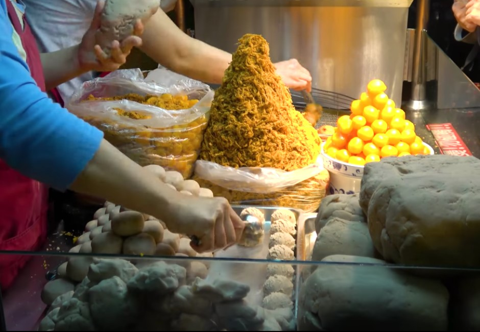 影/YouTuber推5種台灣小吃 海外千萬網友驚:太便宜!