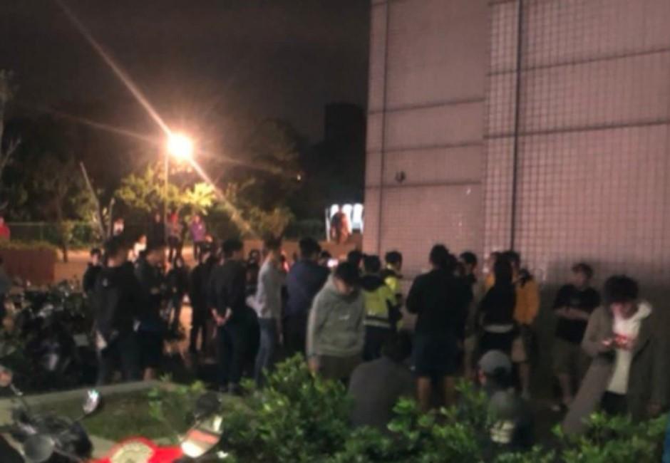 畫面曝光!文化大學中、港生爆衝突「女同學遭推下台」