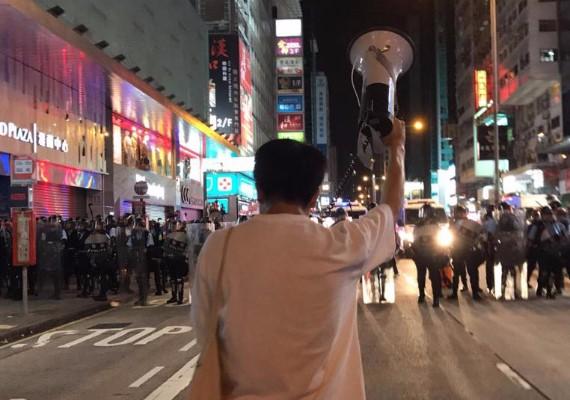 鄺俊宇受襲,網民震驚「殺到埋身」!