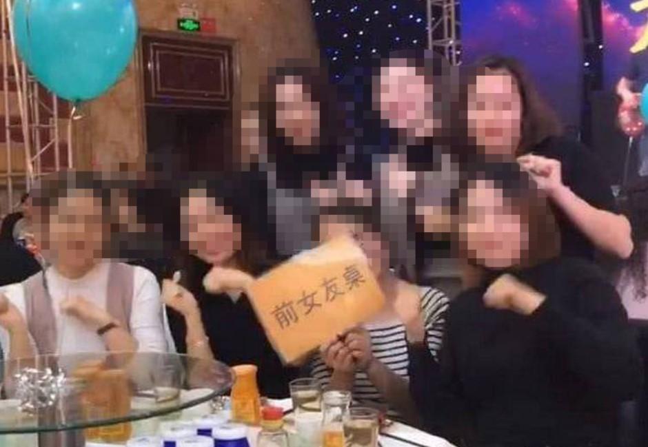 他婚宴設前女友桌!7女出席開心拍照…網驚:一個比一個美!