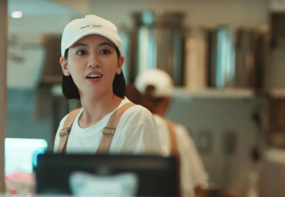 「胡瓜」亂入周董新歌? 周杰倫MV「蜜大腿」女主角引網友熱搜