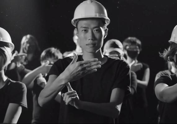 片/無聲不等於沉默,手語哥哥演繹《願榮光歸香港》
