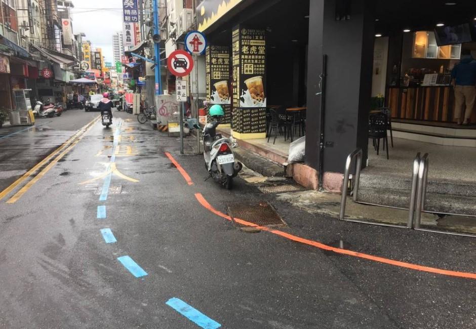 宜蘭羅東夜市首見「藍色標線」!鎮公所解答功用