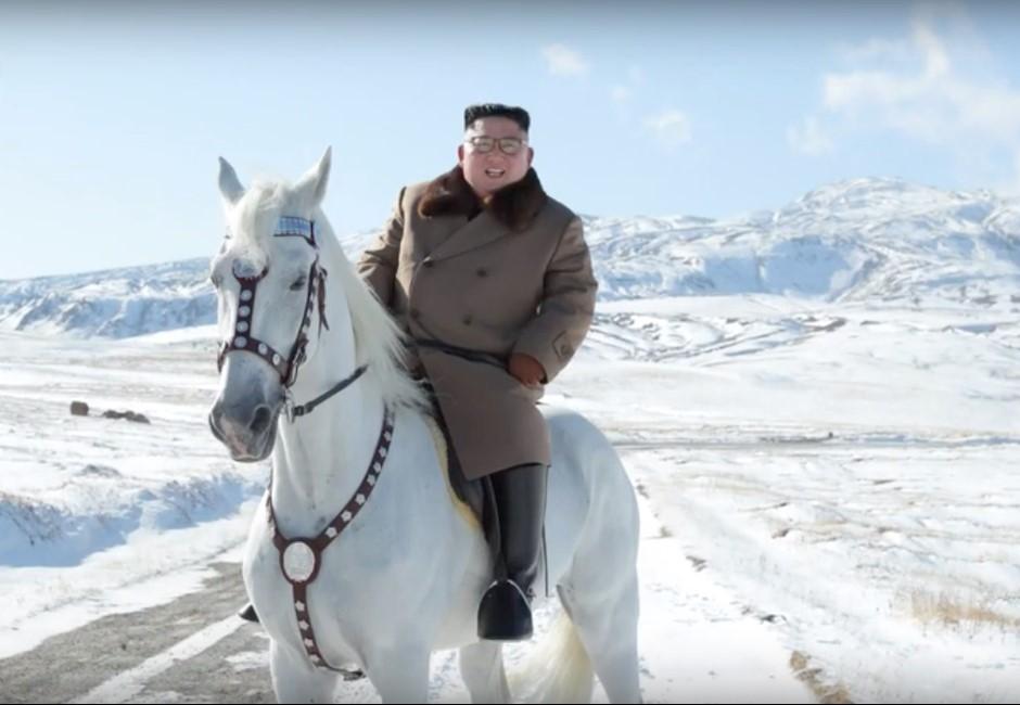 金正恩身騎白馬 網民:全世界都關心隻馬多過佢既行動