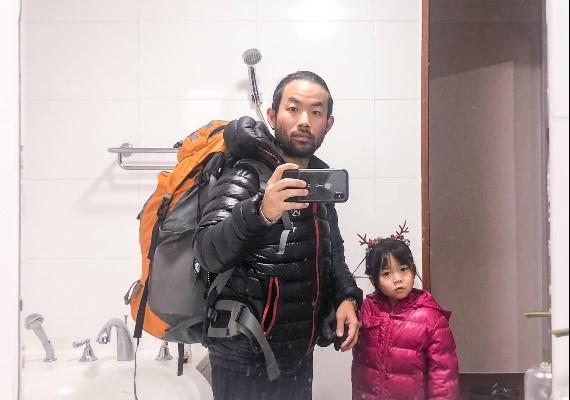 育兒新典範?新加坡藝術家爸爸獨帶囡囡去見識、學習世界!