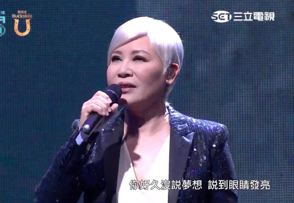 黃小琥金鐘開場表演「藏洋蔥」!導演王小棣瞬間泛淚