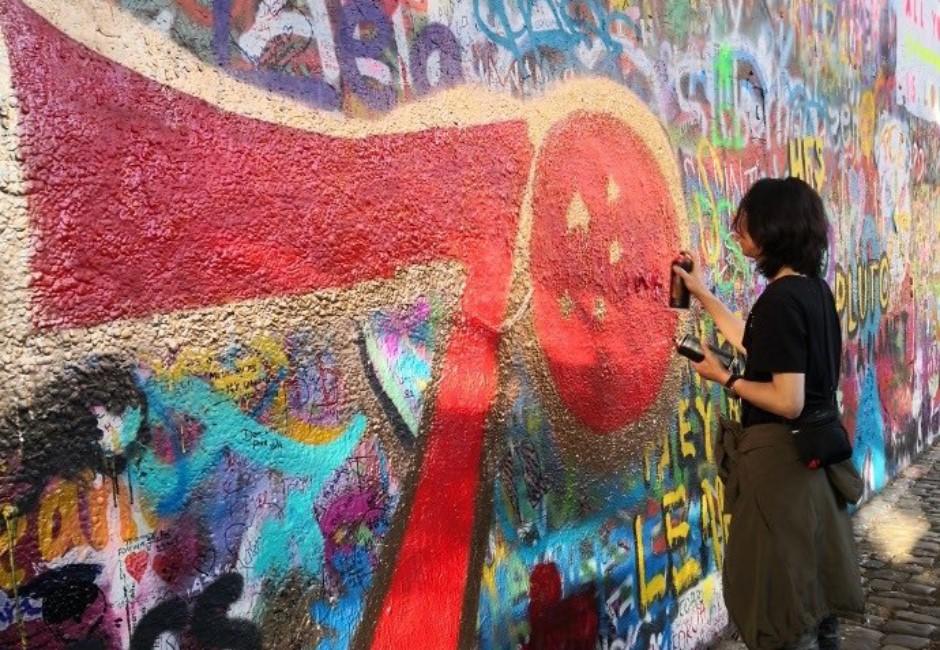「連儂牆」起源在這! 史上第一面「反專政聖地」竟遭中國人噴漆