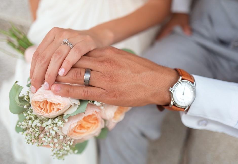 辦婚禮驚覺沒朋友「只能開5桌」 網反讚:少才是好事!