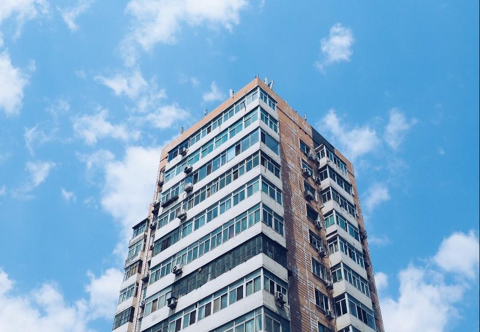 買獨棟高樓網友憂風水「沒靠山」 網神回四字解析眾人笑翻