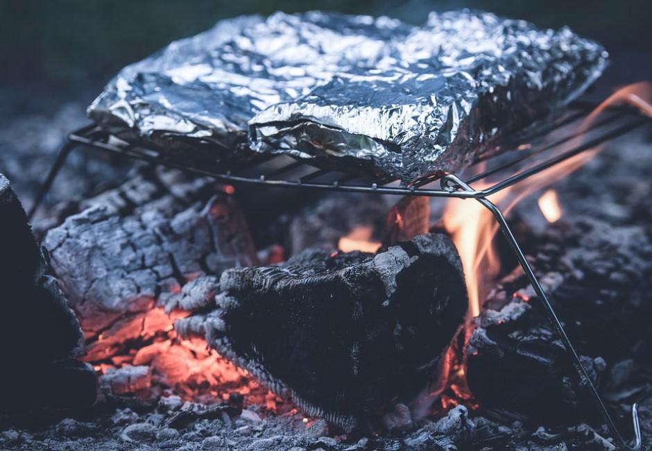 鋁箔紙要用哪面包食物?廚具商解答:大家都誤會了