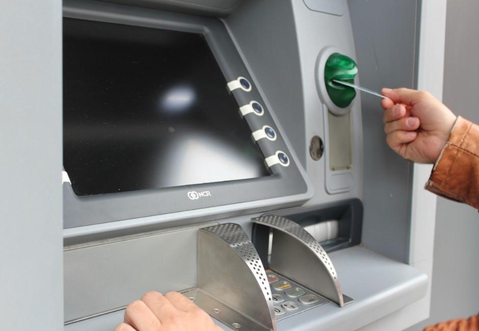 領太多天真「回收現金」 隔天看戶頭GG…意外揭ATM機器秘密