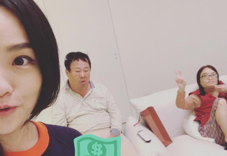徐佳瑩溫馨曬雙親 因「敏感數字」衰被政治狂熱份子出征