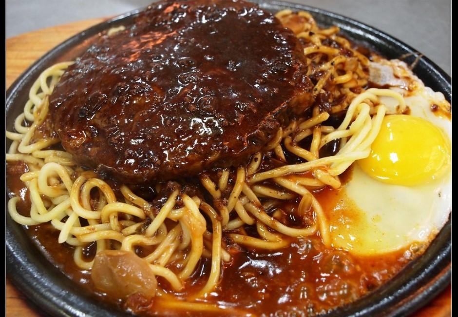 為什麼一堆人愛吃夜市牛排?網友推爆「本體」:每吃必清盤