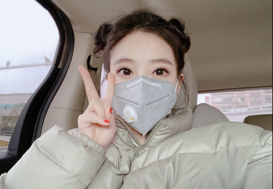 中國第一網紅拍片宣導防疫!網友卻都注意到她下半身…