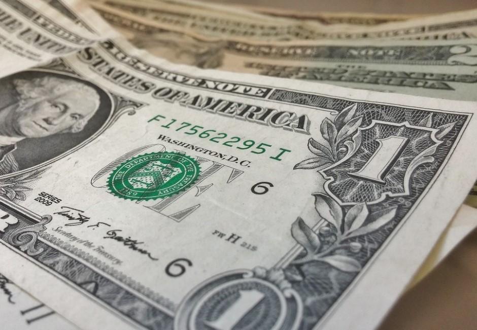 美國狂印鈔票美金卻飆漲?網友一致推這原因