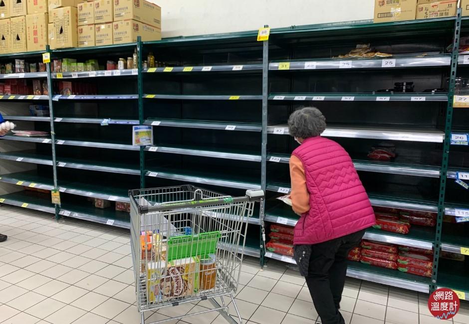 沒腦喪屍掃光「衛生紙泡麵罐頭」?4張圖揭密台灣人變態恐慌
