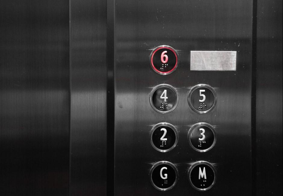就怕電梯感染!各國推「電梯陣法」防疫 醫師曝2招自保最有效