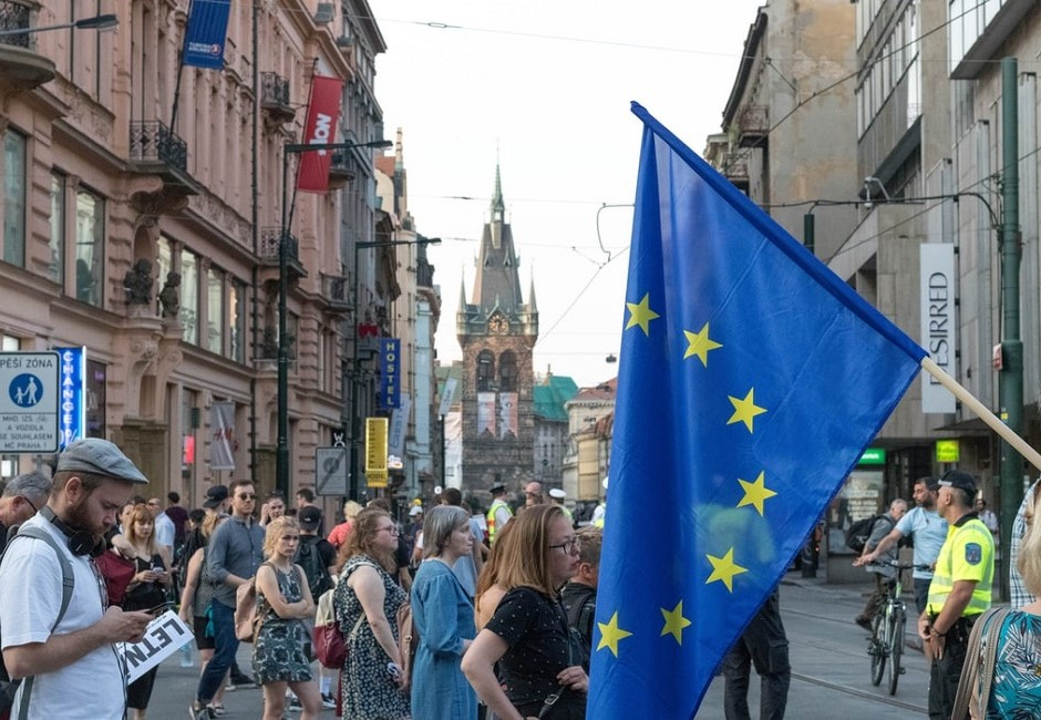 疫情爆發宛如戰爭!歐洲封國有效嗎? 反應竟非常兩極