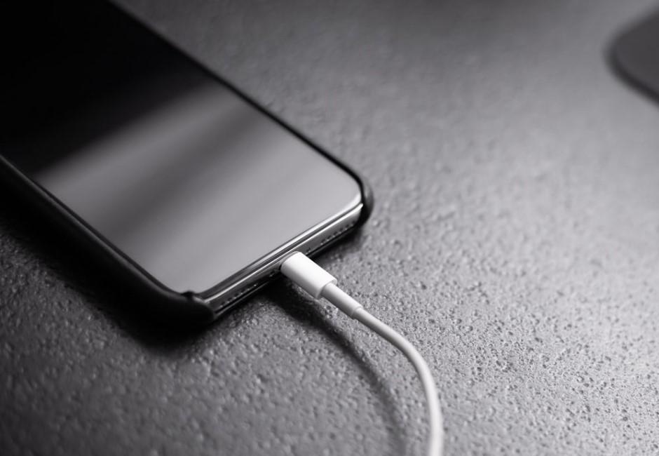電池很快就沒電? 4大生活習慣超傷手機!快充就是「電池殺手」