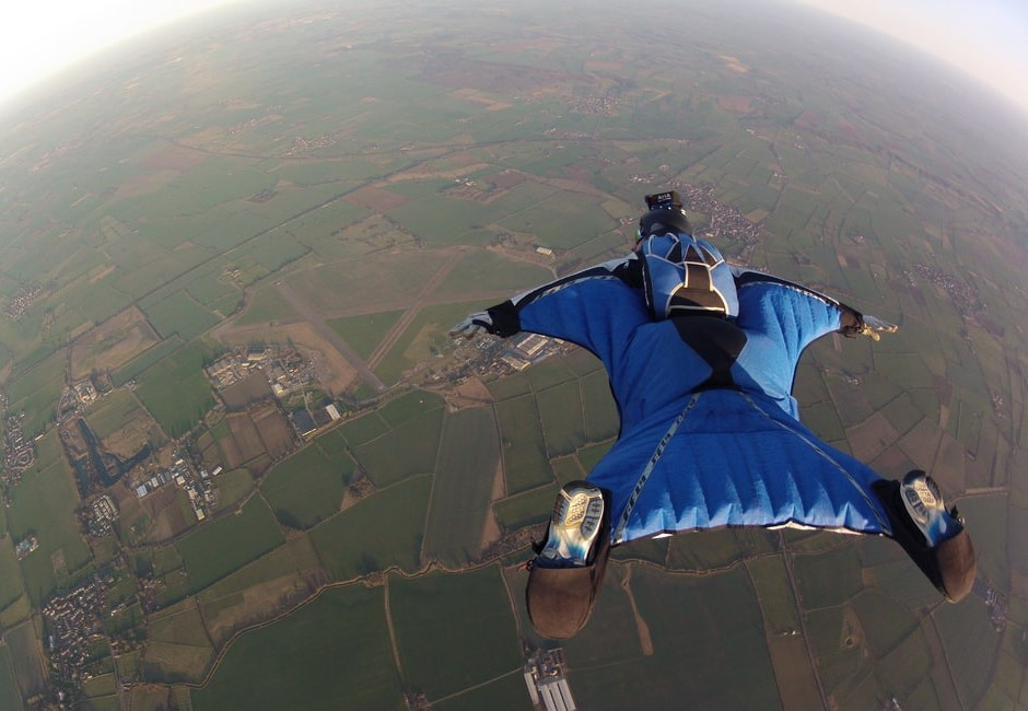 正妹飛到一半慘死!超恐怖極限運動「飛鼠滑翔」到底怎麼玩的