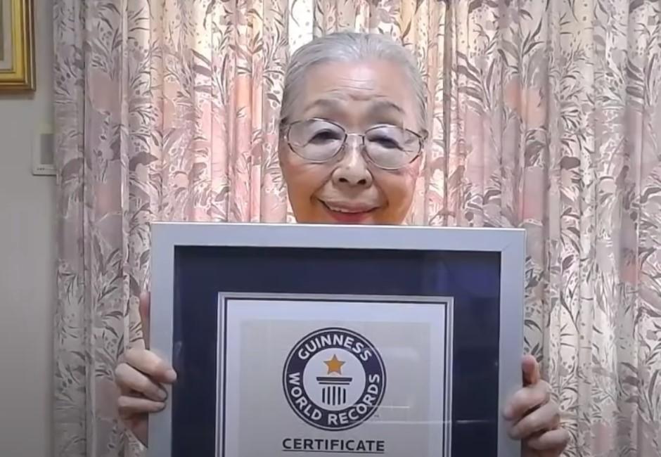 連90歲阿嬤都比你敢!超冷靜玩惡靈古堡 破全球油土伯年齡紀錄