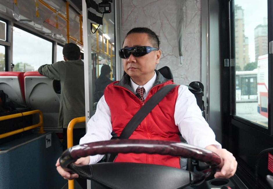 為當「一日老司機」耗時9個月!55歲邰智源考取公車駕照 網大讚:認真又敬業
