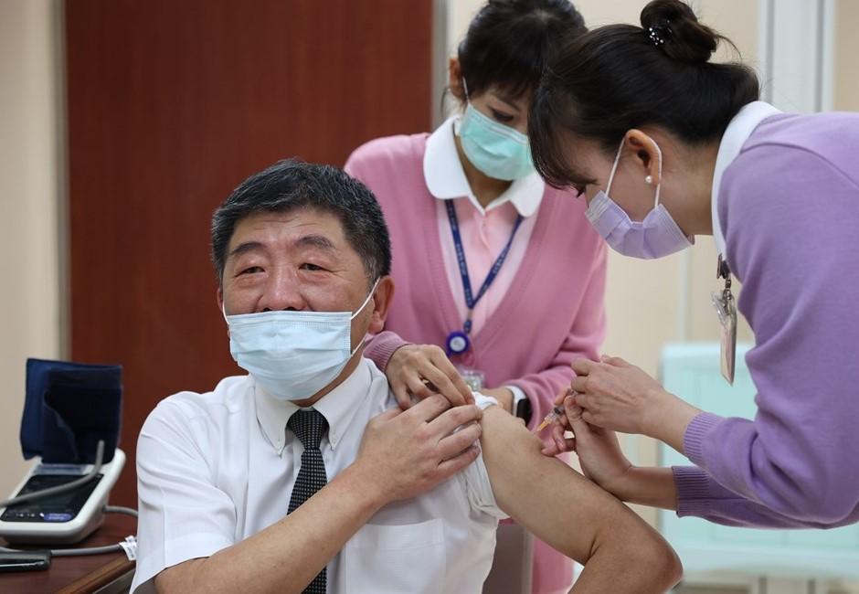 新冠肺炎疫苗施打懶人包 哪邊可以打、何時開放一般民眾、常見QA一次看!