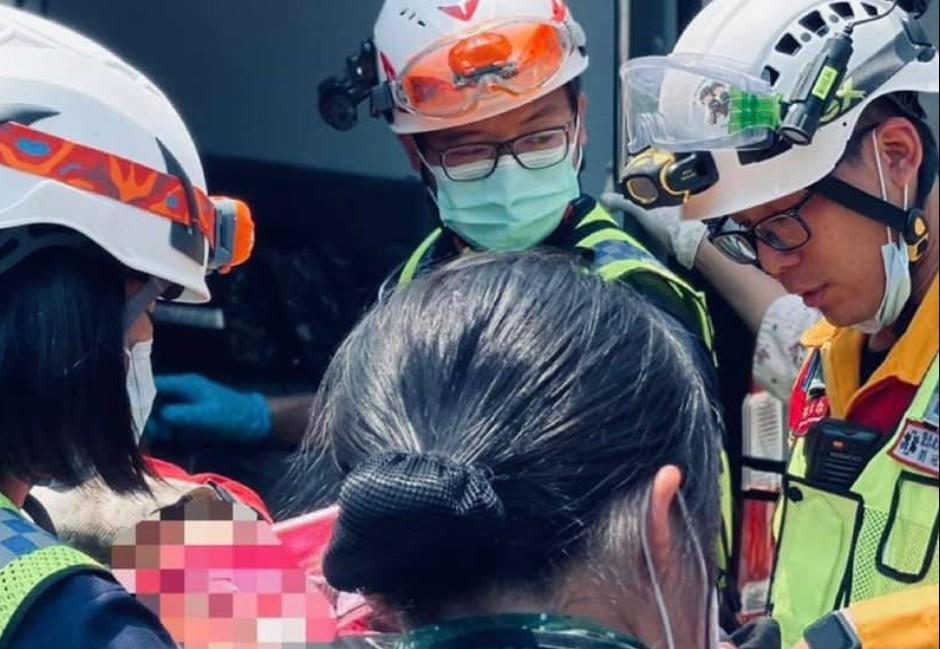 工程車滑落撞台鐵害死50人!工人:老闆是責任心巡視,有拉手剎車、放石頭擋輪胎