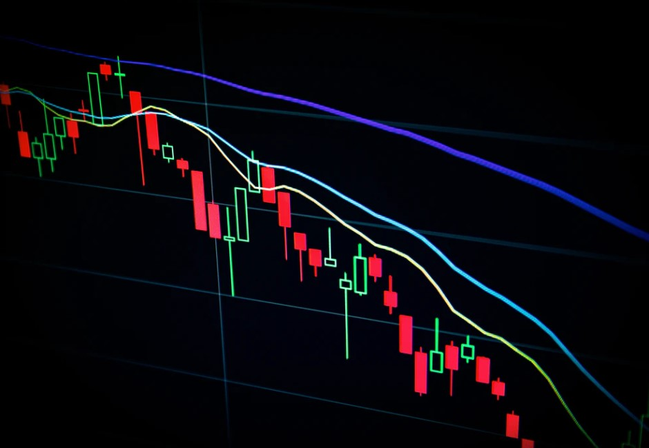 股市溫度計/台股重挫344點 網路討論度TOP10上市個股兩樣情