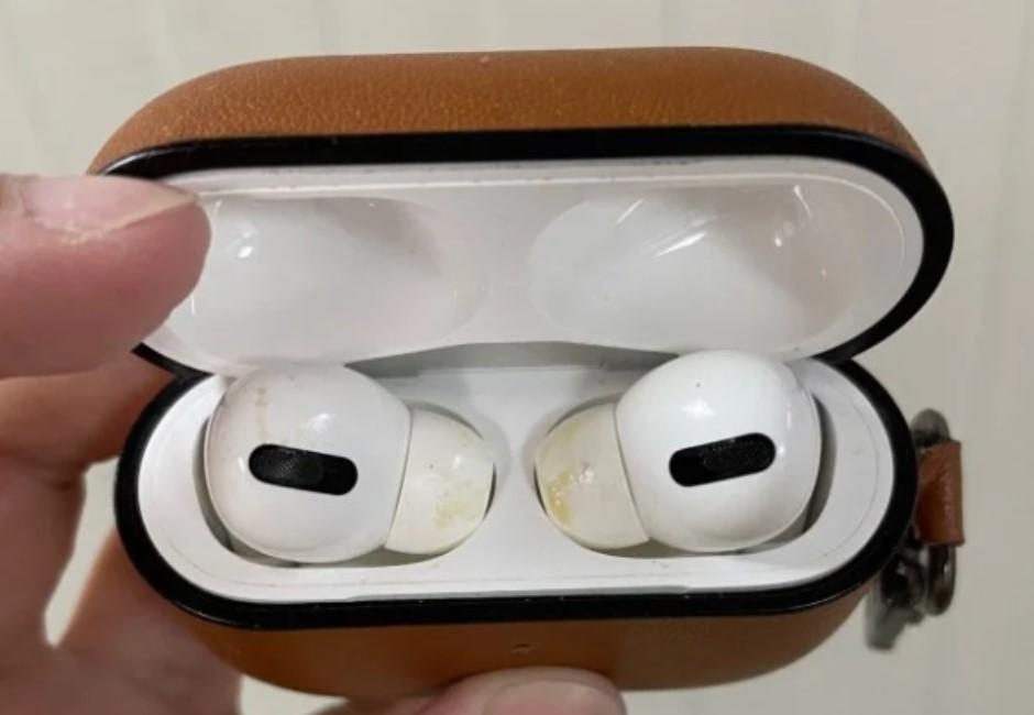 忘記帶回家 耳機被偷戴還佈滿噁黃垢 對質反被嗆:有很嚴重嗎?