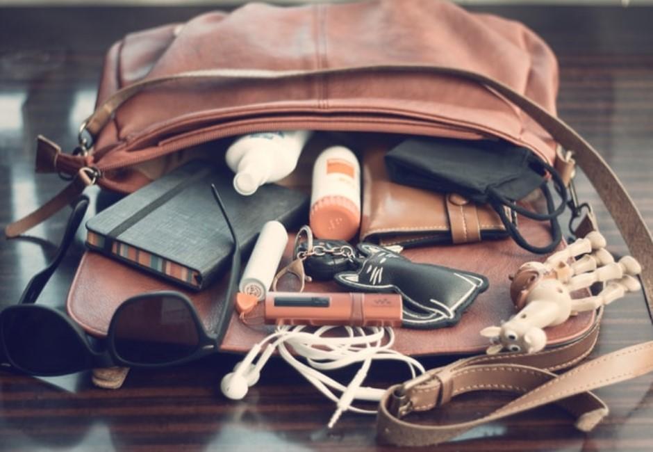 「What's in my bag」社群正夯!網友卻警告鑰匙千萬別入鏡:太危險