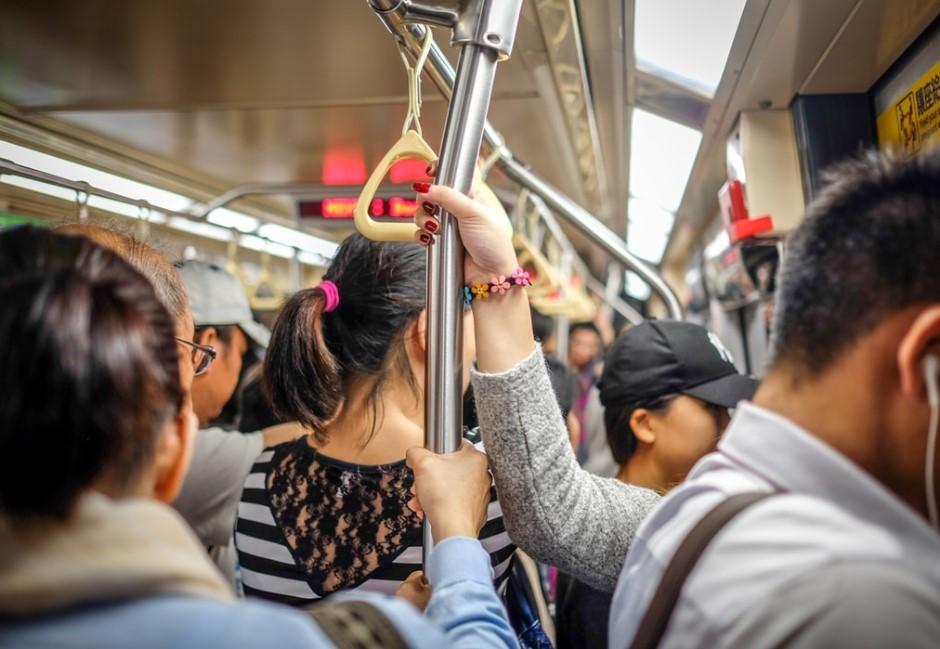 擔心搭車人潮變多?下載這款APP一秒查詢「捷運車廂擁擠度」