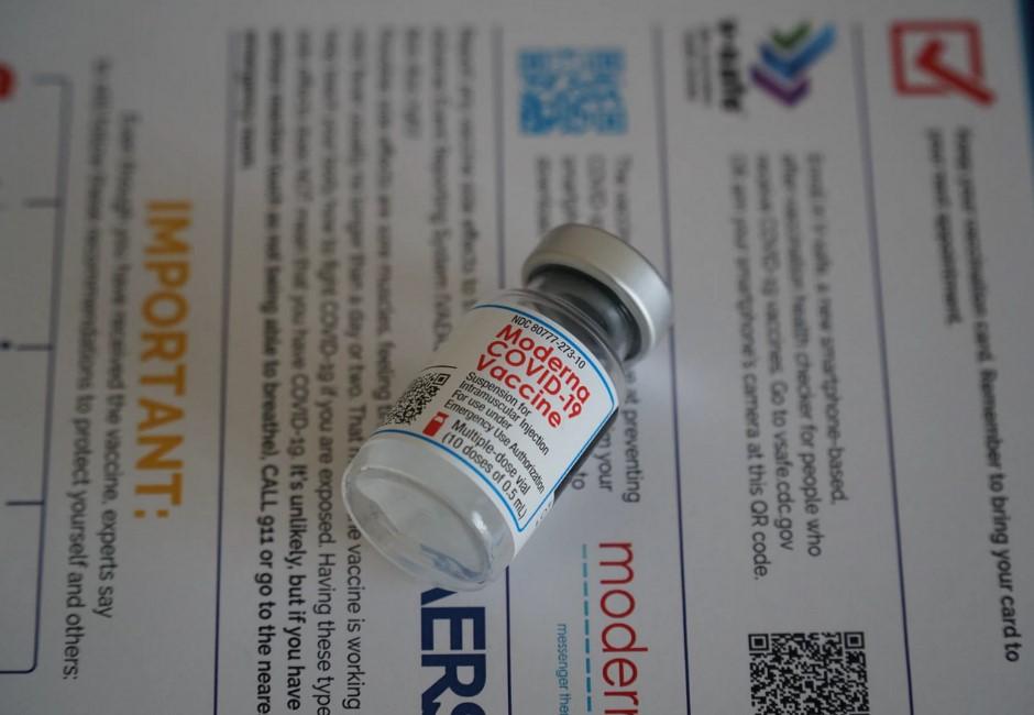 莫德納疫苗對象放寬! 指揮中心:第一類族群皆可打、不開放混打AZ