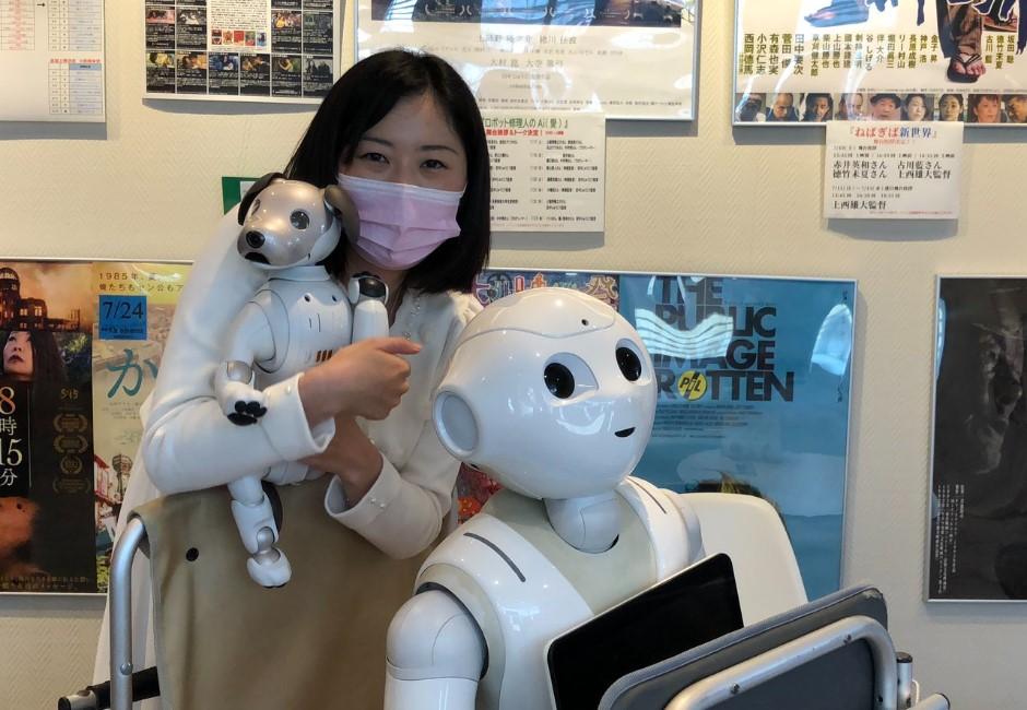 喜歡它陪睡、陪吃!正妹愛上「Pepper機器人」父母崩潰 超展開考上博班超勵志